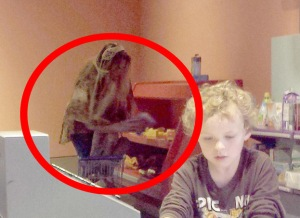 "The Old Hag: Terrifying ""Ghost Photo"" Captured at Texas' Fort Worth Museum,was it a hoax or real people ?"